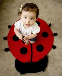 I want this crocheted ladybug rug for AJ's room so bad (or maybe for my kitchen...)