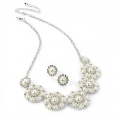 Necklace and earring set Size: Necklace - 41 cm Earrings - 1,3 cm