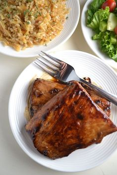 Ginger Honey Glazed Mahi Mahi - A simple and delicious marinade to add some variation to your fish recipes. The ginger, honey, and soy sauce add a lot of flavor to the mahi mahi and really make it a crowd pleaser! | twothirdscup.com