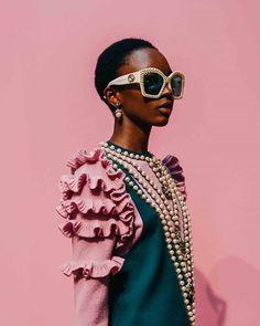 Gucci Fall Winter by Tommy Ton Gucci Fashion, Look Fashion, Trendy Fashion, Runway Fashion, High Fashion, Womens Fashion, Fashion Design, Fashion Trends, Milan Fashion