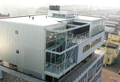 SCHEVENINGEN / PAKHUIS > PENTHOUSE Geen sloop, maar een nieuw leven voor vispakhuizen in de haven van Scheveningen. Archipelontwerpers ontwierp en bouwde een aantal penthouses op het dak, met uitzicht op de haven. Adres: Jachthaven Scheveningen.
