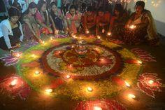 Des Indiennes au Diwali, festival hindu des lumières, à Siliguri en IndeDes Indiennes au Diwali, festival hindu des lumières, à Siliguri en Inde