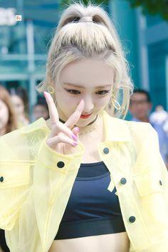 Kpop Girl Groups, Kpop Girls, Gfriend Sowon, Red Velvet Seulgi, Pink Hair, My Girl, Cute Girls, Raincoat, Female