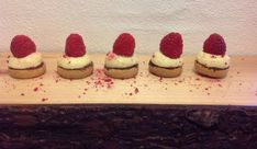 Små hindbærtærter - trin for trin beskrivelse. Så nemme og lækre!