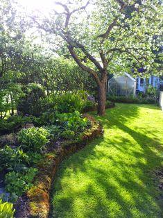 Small Garden Arbour, Garden Arbor, Garden Paths, Back Gardens, Outdoor Gardens, Scandinavian Garden, Persian Garden, Shade Garden, Landscape Architecture