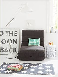 Gästematratze oder gemütliches Sitzkissen in dunkelgrau. Praktisch sind die Gurte die entweder die ganze Matratze zusammenhalten oder einen Sitz mit Rückenlehne stabilisieren.