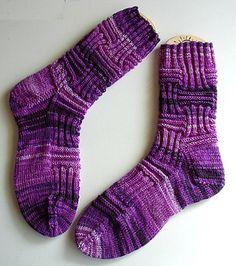 Ravelry: Sockengerippe pattern by Sprottenpaula Knitted Slippers, Slipper Socks, Knitting Socks, Hand Knitting, Knit Socks, Knitting Scarves, Knitting Videos, Designer Socks, Sock Yarn