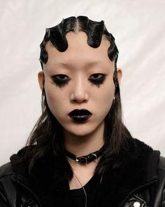 Why Do We Have a Never-Ending Fascination With Goth Makeup? - FASHION Magazine Goth Eye Makeup, Punk Makeup, Matte Makeup, Hair Makeup, Cool Makeup Looks, Creative Makeup Looks, Makeup Inspo, Makeup Inspiration, Goth Make Up