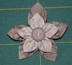 Bouts Choisis: Clover Kanzashi Flower Maker tutoriel - tutorial