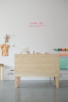 Logo créé pour la boutique Comme des enfants crédit photo: Claudine Sauvé