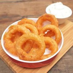 Cibulové kroužky Onion Rings, Starters, Food And Drink, Ale, Snacks, Cooking, Ethnic Recipes, Kitchen, Onion