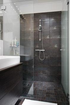 Duschblandare från Tapwell & handfat från Duravit Master Shower, Master Bathroom, White Bathroom, Small Bathroom, Bathroom Ideas, Cheap Bathrooms, White Sink, Saunas, Duravit