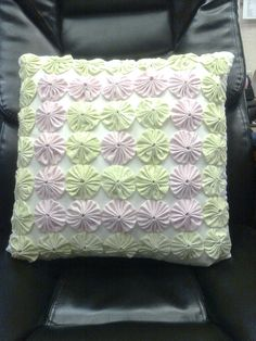yo-yo pillow - like the soft colors - would be great for a baby's room