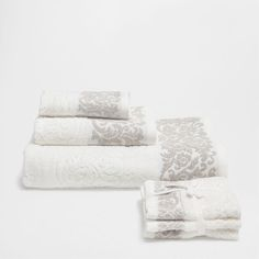 Grammage: 480 gr/m². Zara