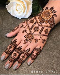 Modern Henna Designs, Latest Henna Designs, Henna Tattoo Designs Simple, Finger Henna Designs, Simple Arabic Mehndi Designs, Indian Mehndi Designs, Back Hand Mehndi Designs, Bridal Henna Designs, Mehndi Designs For Beginners