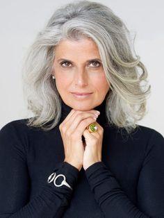 Ideas For Hair White Silver Grey Ageless Beauty Silver Grey Hair, Short Grey Hair, Grey Hair Over 50, Silver Blonde, Grey Hair Styles For Women, Grey Hair Inspiration, Hair Highlights, Brown Highlights, Hair Looks
