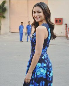 Hit a like for this ! How much Blue we can have in one frame ! Indian Bollywood Actress, Beautiful Bollywood Actress, Beautiful Indian Actress, Indian Actresses, Beautiful Ladies, Alia Bhatt Cute, Alia And Varun, Glamour World, Cute Girl Photo