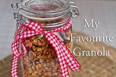 IMG 8273 thumb My Favourite Homemade Granola (to date!) Base Granola Bar Homemade Granola Bars ___________________________ The Domestic Mama Sweet Recipes, Whole Food Recipes, Cooking Recipes, Agaves, Vegan Granola, Granola Bars, Crunchy Granola, Vegetarian Recipes, Healthy Recipes