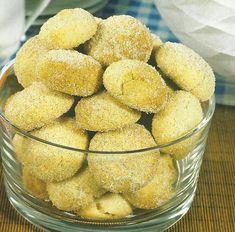 Receita de Santos-Antoninhos - Tal como o nome da receita indica, estes bolinhos comem-se por altura do S. António. Você pode fazê-los durante todo o ano, pois são ideais para acompanhar um café ou um chá.