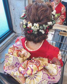 マリ 2018 成人式 l 浜松市にある美容室 Brillant Wedding Hair Flowers, Flowers In Hair, Braided Hairstyles, Wedding Hairstyles, Graduation Hairstyles, Hair Arrange, Japanese Hairstyle, Japanese Outfits, Yukata
