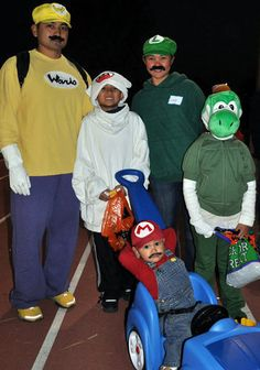 The Family That Dresses Up Together Stays Together 36 Family Costume Ideas Super Mario Family  sc 1 st  Pinterest & Family Costumes.... Super Mario Brothers | Halloween Costumes and ...