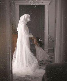 Muslimah Wedding, Wedding Hijab, Hijabi Girl, Girl Hijab, Islamic Girl Pic, Islam Women, Afghan Clothes, Islamic Posters, Beautiful Muslim Women
