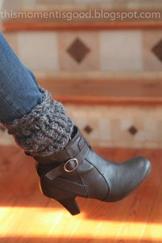 LOOM KNIT TEXTURED BOOT TOPPERS/CUFFS.  Free Pattern. Dress up those boots ladies! #freeloomknittingpatterns