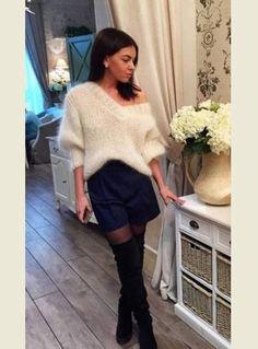 Свитер из мохера позволяет создать элегантный и стильный образ, даже если вы наденете под него грубые джинсы. Чем так популярен мохер, на какие модели свитеров стоит акцентировать внимание, как долгое время сохранять их аккуратный вид и с чем носить мохеровые свитера, чтобы при любой погоде чувствовать себя самой красивой?