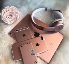 Apple iDevices in Rose Gold - Techno Gadgets Beats Studio 3, Apple Iphone, Rose Gold Aesthetic, Accessoires Iphone, Tablets, Coque Iphone, Wrap, Iphone Accessories, Leica