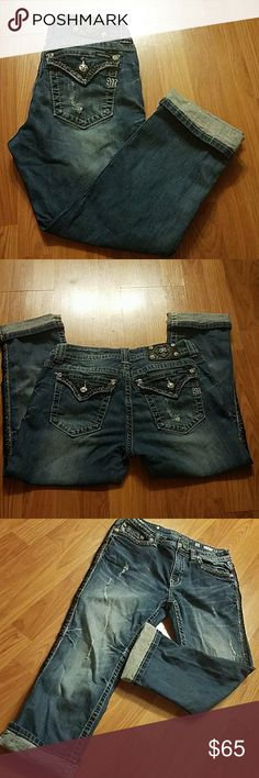Miss me Boyfriend Capris Miss me Boyfriend Capris  Size 28 34' long without folding the bottom of the Caprice. Used in great condition no stains Miss Me Jeans Boyfriend
