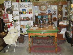 Dianne Zweig - Kitsch 'n Stuff: Antique Booth Display Ideas: The Importance Of Planning Antique Fairs, Antique Market, Antique Stores, Antique Store Displays, Vintage Display, Flea Market Booth, Antique Booth Ideas, Booth Decor, Retro Home Decor