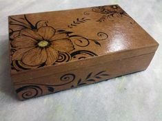 Wood-Burning Flower Patterns on wooden box Wood Burning Stencils, Wood Burning Crafts, Wood Burning Art, Wood Crafts, Pyrography Patterns, Wood Carving Patterns, Pyrography Ideas, Handmade Jewelry Box, Wooden Jewelry Boxes