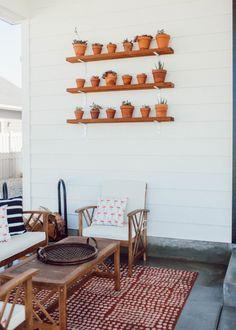 Easy DIY plant shelv