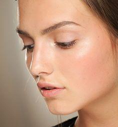 Minimal make-up at Valentino HC Fall/Winter 2013.14
