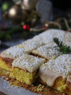 saffron cake in long pan Christmas Baking, Christmas Cookies, Saffron Cake, Merry Little Christmas, 20 Min, Candy Recipes, No Bake Cake, Granola, Nom Nom