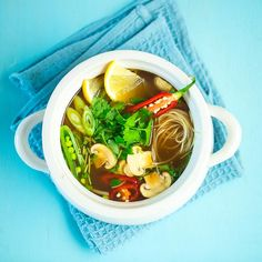 Rask kyllingsuppe som er basert på buljong, kyllingfilet og grønnsaker. En sikker vinner når kulden setter inn!
