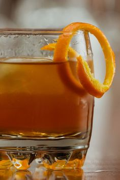 This classic cocktail is a must for fall, it will warm you up on a chilly day. Fall Cocktails, Classic Cocktails, Warm, Food, Essen, Meals, Yemek, Eten