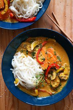 Rezept Vegane Curry-Suppe mit Reisbandnudeln & Spinat