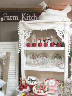Love the display and the trim on the shelf.
