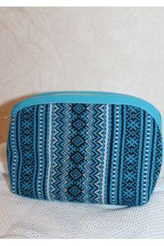 Косметичка «Плахта» виконано з тканого текстилю блакитного кольору з традиційним візерунком у біло-чорній гамі з бавовняною підкладкою. Zip Around Wallet, Fashion, Moda, Fashion Styles, Fashion Illustrations, Fashion Models