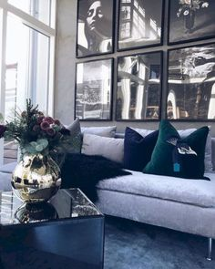 41 Totally Chic Living Room Wall Decor Ideas 41 Totally Chic Wohnzimmer W decor living room modern chic Chic Living Room, Living Room Modern, Living Room Interior, Home Interior Design, Living Room Designs, Living Room Furniture, Luxury Living Rooms, Living Room Wall Ideas, Living Room Walls