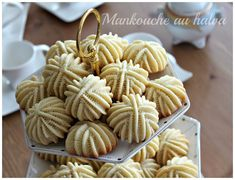 Délices d'Orient: Mankouche a Halwa Chef Recipes, Sweet Recipes, Cooking Recipes, Arabic Sweets, Arabic Food, Mini Desserts, Cookie Desserts, Festive Bread, Moroccan Desserts