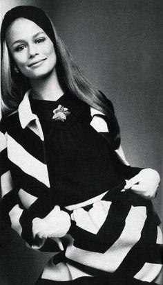 Lauren Hutton by Richard Avedon, Vogue US November 1966