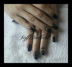 #Nailsblack2 El clásico black & oro Con #SoffNailArt