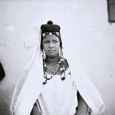 """© Oumar Ly (1943-2016), """"La femme à la natte"""" en ce moment à la Fondation Blachère à Apt, exposition """"Françoise Huguier : regard sur la photographie africaine"""". A voir jusqu'au 7 mai 2016."""