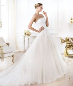 Pronovias presents the Leonie wedding dress. Glamour 2014. | Pronovias
