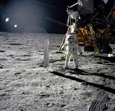 Buzz Aldrin Solar Wind Experiment Photo:reddit Apollo Space Program, Nasa Space Program, Moon Missions, Apollo Missions, Sistema Solar, John Young, Programa Apollo, Apollo 11 Moon Landing, Moon Surface