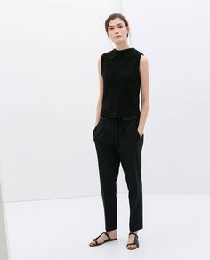 Minimal trends | Black top, trousers and sandals