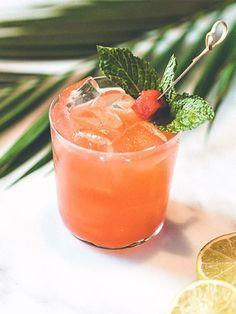 Watermelon Vodka Drinks, Watermelon Mint, Absolut Vodka, Vodka Cocktails, Fresh Mint Leaves, Fun Drinks, Cocktail Recipes, Alchemist, Ethnic Recipes