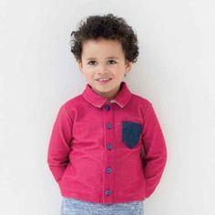 Blouse met denim borstzakje. Deze blouse geeft je jongetje een stoer gevoel.